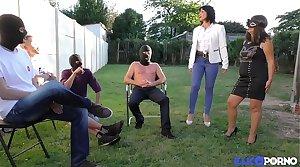 Sophie, adult masquée herd baise à la chaîne [Full Video]