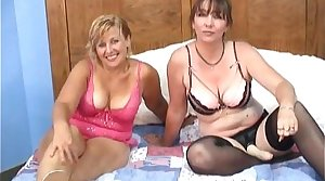 titillating mature mommies