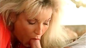 Hot tow-haired milf together with her hot hairy pussy