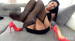 The Sensual Kira Queen gives a perfect Footjob at hand Stockings
