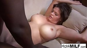 Beamy tit MILF gets fucked