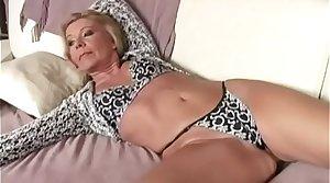 Old horny floosie Fifi