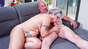 HAUSFRAU FICKEN - Big German granny fucks her husband during mature amateur tape