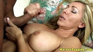 Handjob loving cougar gives titjob