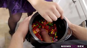MomsTeachSex - Big Learn of Trick Or Treat For Step Mom Plus Step Sis S11:E7