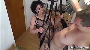 Junger Stief-Sohn fickt seine Misread in einer Liebesschaukel - German Step-Son Fianc� Mom close to Stockings in Love Swing