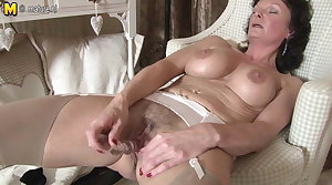 Sexy British MILF loves not far from masturbate