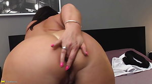 Mature chunky ass mom with stimulated ass and pussy