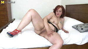 Beamy booty granny with hungry old cunt