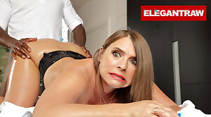 Sexy Susi is wrist-watch will not hear of Anal Kneading Heal